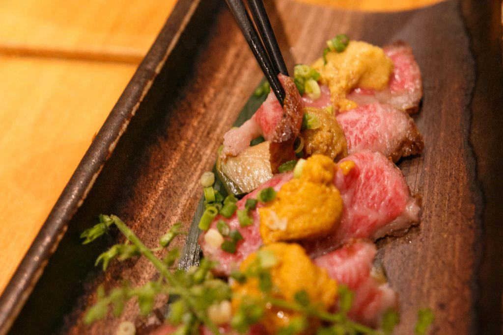 遠州夢咲牛と京都賀茂なす揚げびたし 雲丹のせ